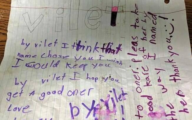 O bilhete escrito em inglês por Lacey