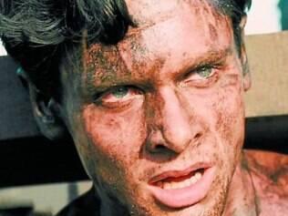 Entrega física do ator Jack O'Connell é um dos destaques do longa