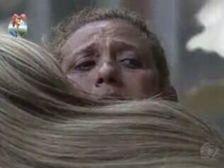 Rita chora é e consolada por Bárbara