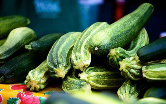 A abobrinha é rica em carotenoides, substâncias potentes contra o câncer. Foto: Getty Images