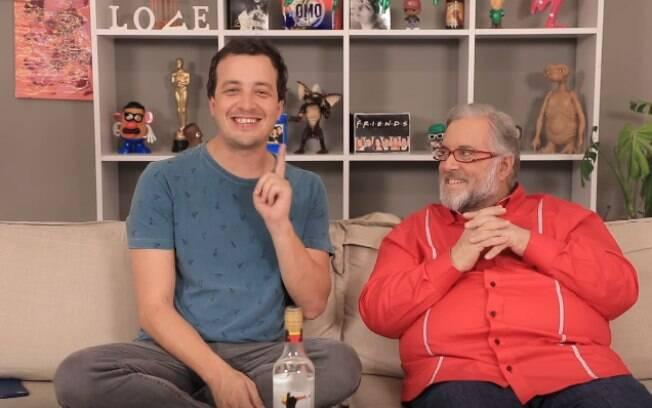 Em quadro gravado durante programa de Rafael Cortez, no Youtube, apresentador Leão Lobo fala que beijo de Anitta no Prêmio Multishow foi armado