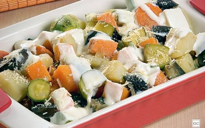 Picadinho vegetariano com molho branco diferente para as refeições