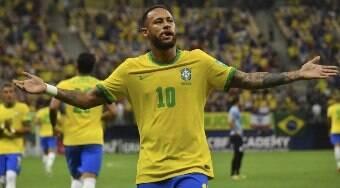 Sósia de Neymar engana público durante passeio em shopping