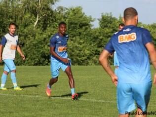 Atacante Marquinhos (C) terá a chance de mostrar seu futebol e de começar a conquistar seu espaço na equipe celeste