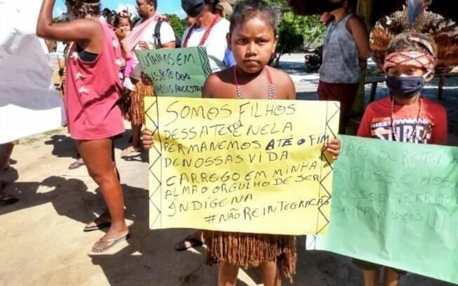 """""""As nossas crianças já nascem na luta"""", diz Thyara Pataxó."""
