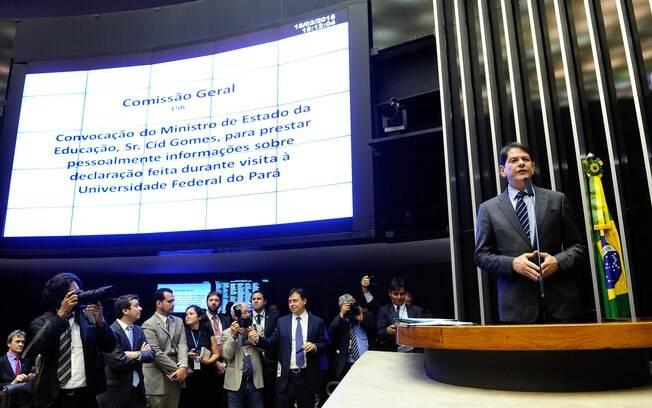 Cid Gomes foi até o Congresso nesta quarta-feira (18) explicar as acusações feitas a congressistas