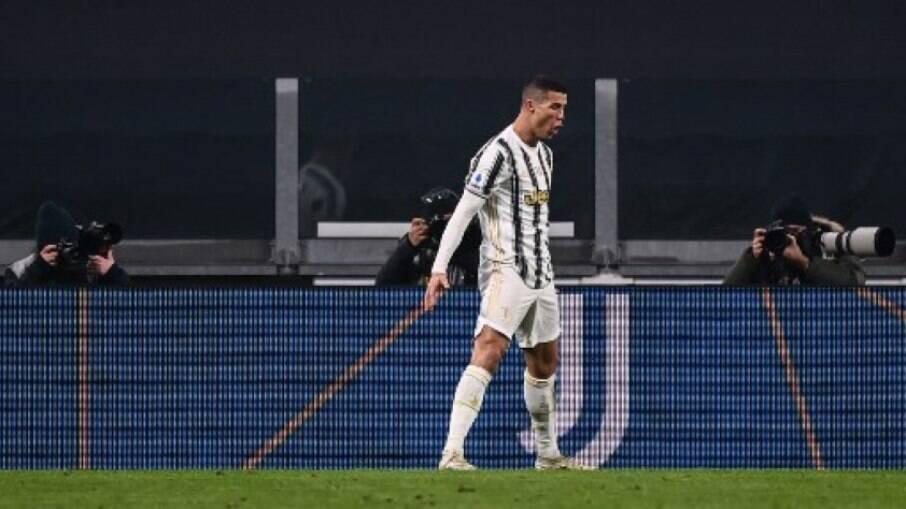 Cristiano Ronaldo come pizza uma vez por semana, diz mãe