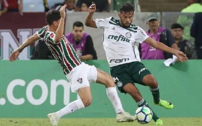 Scarpa em campo contra o Fluminense