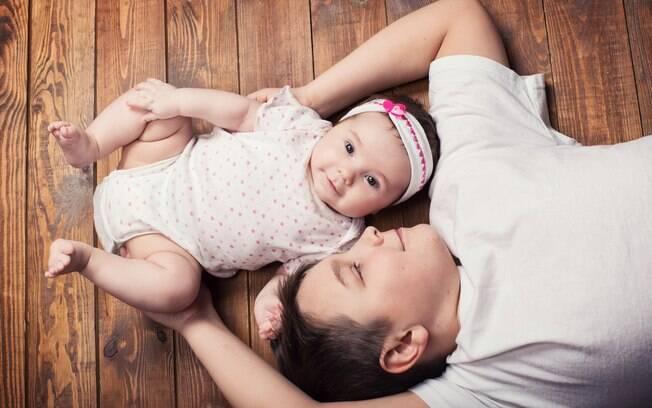 Se a dinâmica da família é boa, os irmãos vão se tornar inseparáveis mesmo com uma diferença grande de idade
