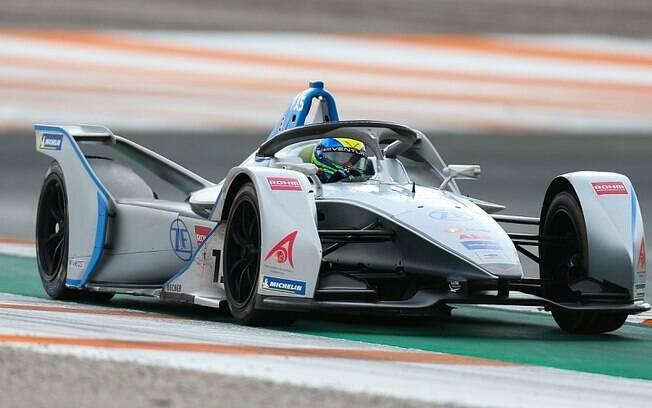 Um carro elétrico da Fórmula E, campeonato que mais cresce no mundo, chega a atingir uma velocidade de 280 km/h