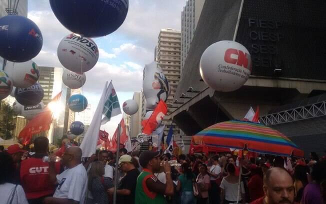 Centrais sindicais promoveram manifestações na Avenida Paulista durante greve geral
