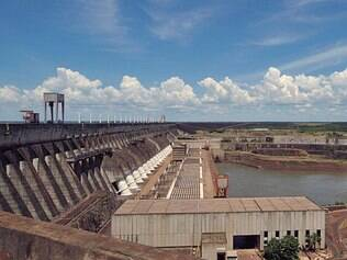Crise. Governo vem gastando uma fortuna por causa da seca que afetou o setor elétrico no país
