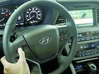Conectado. Android para carros sincroniza com o celular e permite o acesso das funções do aparelho no painel do veículo
