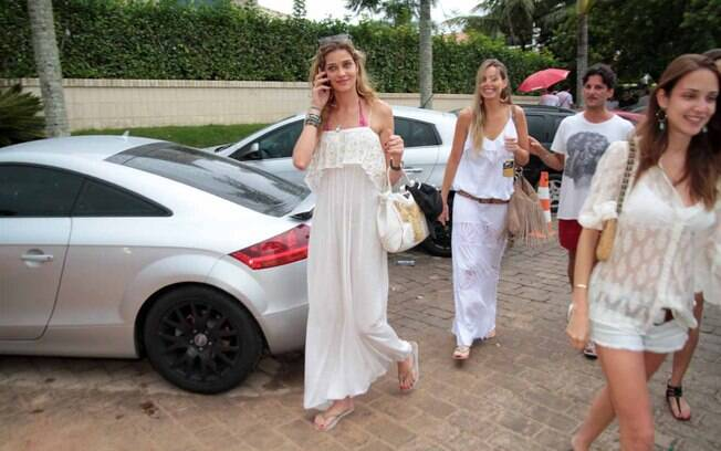 Ana Beatriz Barros chegou ainda era dia na festa que acontenceu em Jurerê Internacional, Florianópolis