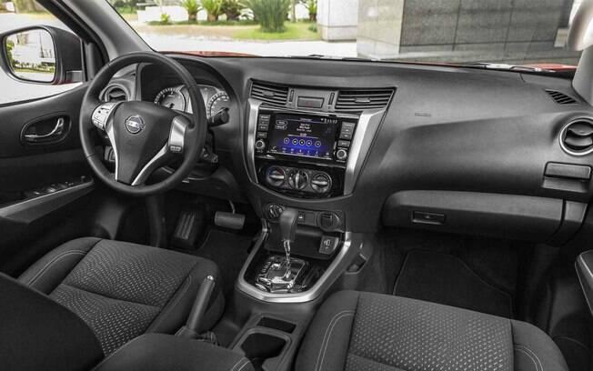 Nissan Frontier 2019: o interior continua o mesmo, com exceção da nova central multimídia e alguns materiais