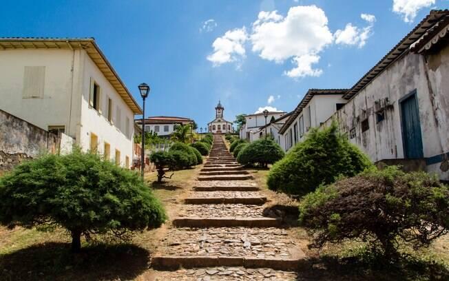 A escadaria que leva até a Igreja de Santa Rita, em Serro, se tornou um ponto famoso do turismo em Minas Gerais