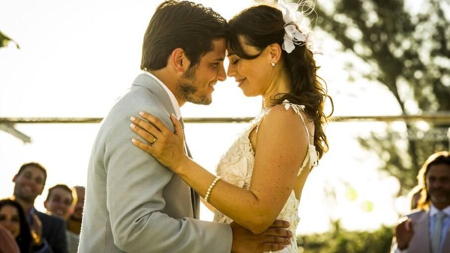 Natália e Juliano se casam