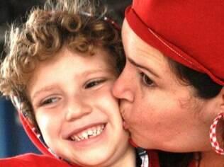 Vera D'Araio com o filho Pedro: diversidade familiar é tratada de maneira natural