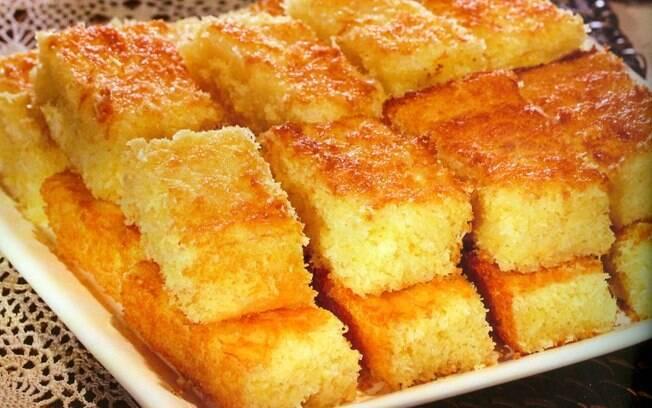Bolo de mandioca, queijo e côco fresco e bolo de cara