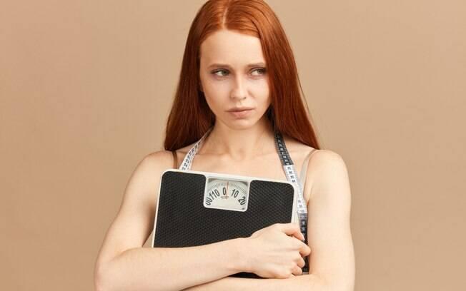 O efeito sanfona pode causar prejuízos para o corpo, como a dificuldade de emagrecer e o surgimento de estrias