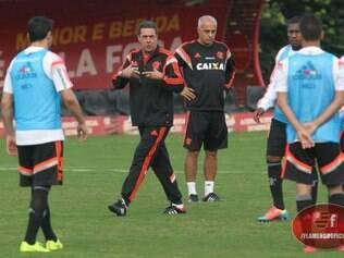 Luxa vem tentado ajustar o Flamengo para tirá-lo da zona de rebaixamento no Brasileiro