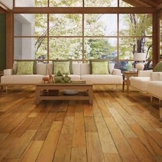 Antes de aplicar as tábuas de madeira o piso já deve estar nivelado