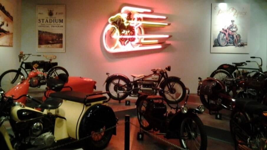 Um cantinho especial para as motocicletas no Peterson Museum