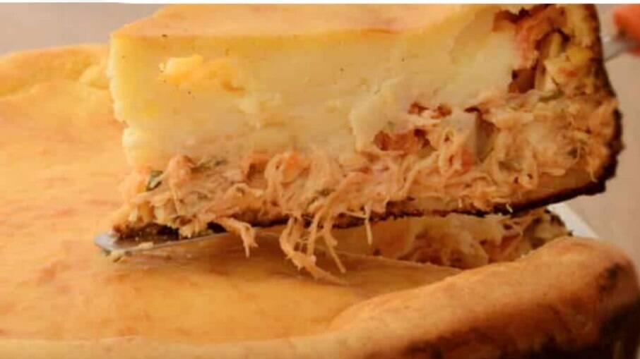 Aprenda como preparar esta deliciosa torta prática de frango!