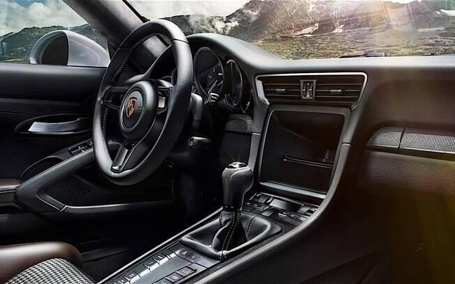 O 911 R só vem com transmissão manual de 6 marchas