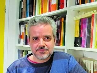 Jorge Viveiros tenta se dividir entre a editora e a rotina de escritor