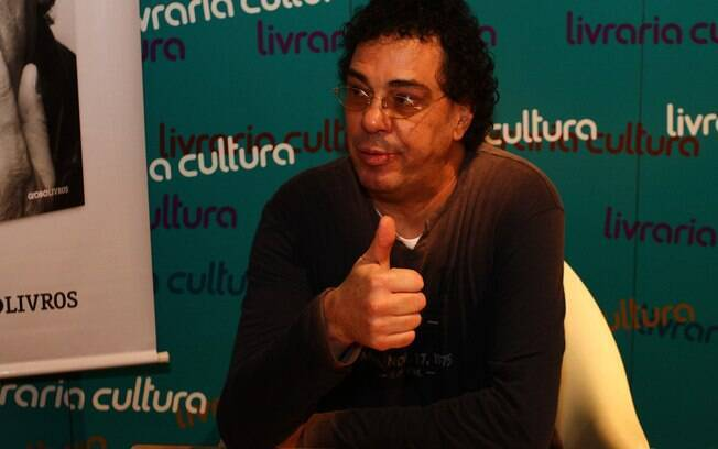 """Ex-jogador Walter Casagrande Jr. lança seu  livro """"Casagrande e seus Demônios"""" em  São Paulo"""