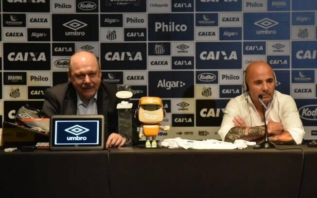 Peres volta a criticar postura de Sampaoli enquanto técnico do Santos: 'Fizemos dívidas por causa dele'