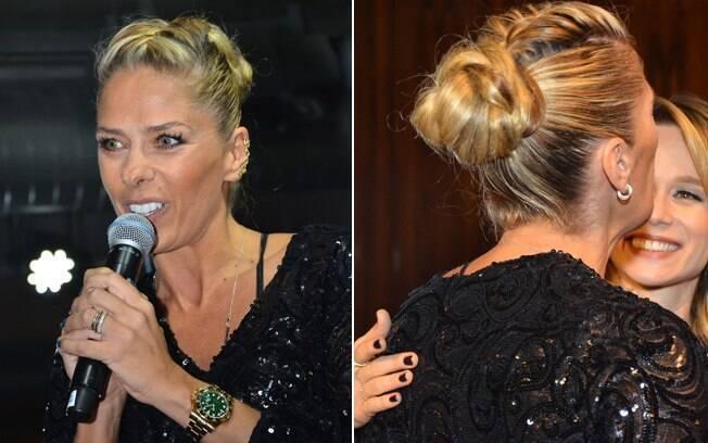 O penteado da apresentadora Adriane Galisteu é um coque, mas a trança está no topete, e não no coque em si