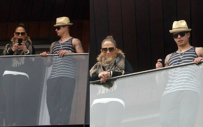 Jennifer Lopez e o namorado, o dançarino Casper Smart, na varanda do hotel Fasano