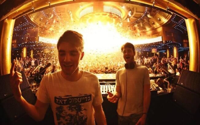 A dupla The Chainsmokers está detonando nas paradas musicais e conquistou espaço entre as atrações do Lollapalooza 2017