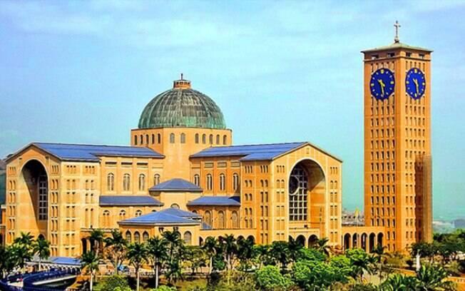 A basílica é o principal lugar para se visitar em Aparecida