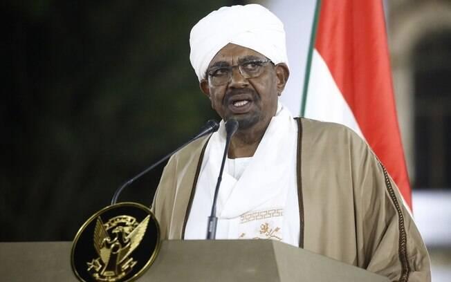 Ex-ditador do Sudão, Omar al-Bashir foi acusado na Justiça por morte de manifestantes