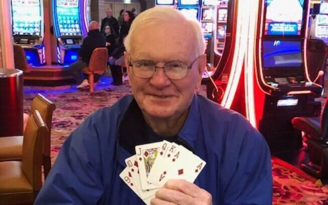 Jogador aposta US$ 5 em jogo de pôquer no cassino e leva US$ 1 milhão para casa