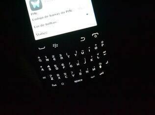 BlackBerry 9320 possui teclado iluminado