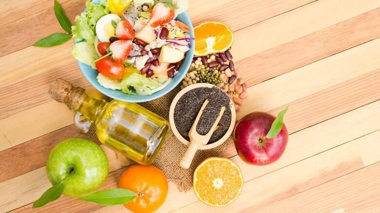 Refrescante e saudável, a salada tropical é uma boa pedida para o verão