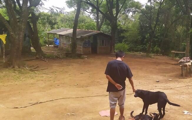 A relação com a terra e os animais da aldeia é um dos pilares do cotidiano nas aldeias do Jaraguá