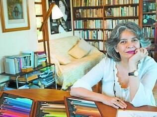 """Autora. Nascida no Ceará, Ana Miranda revisita cenários do Estado natal nos livros """"Semíramis"""" e """"O Peso da Luz – Einstein no Ceará"""""""
