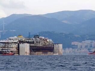 Costa Concordia chegou ao porto de Gênova