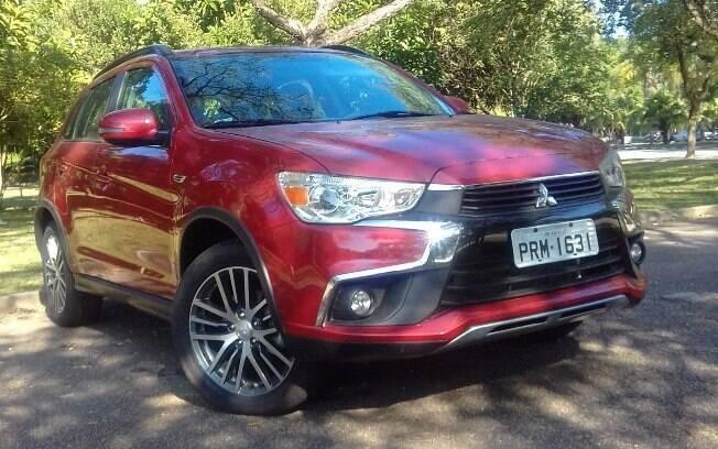 Mitsubishi ASX:  linha 2018 resiste ao tempo tentando se aproximar da nova identidade visual da marca japonesa