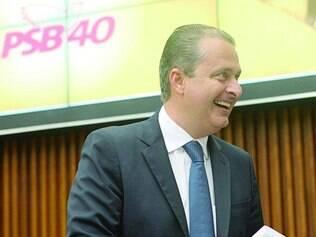 """Beliscadas. Eduardo Campos criticou, ontem, a chamada """"política velha"""" e """"as raposas da política"""""""