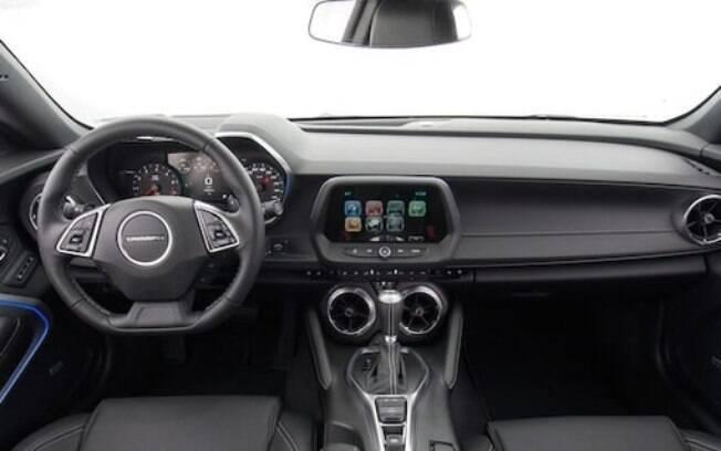 Entre as novidades do Chevrolet Camaro 2019, está a tecnologia HUD cujas informações do carro são projetadas no parabrisa