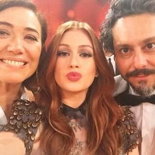 Marina Ruy Barbosa faz selfie com Lilia Cabral e Alexandre Nero