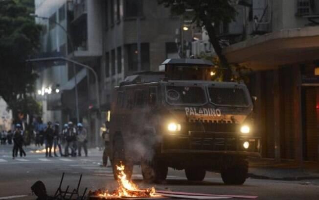 Confronto na Alerj deixou lojas saqueadas, agências bancárias quebradas e sete feridos