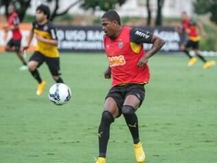 Maicosuel ficou com a vaga deixada por Diego Tardelli na equipe principal