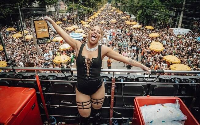 Luisa Sonza em bloco de Carnaval